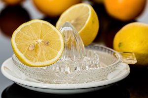 lemon squeezer for juicing